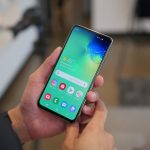 Samsung Galaxy S10e vs iPhone Xr - من سيفوز؟