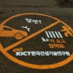 "In South Korea, figured out how to protect the ""smartphone zombies"" from accidents"