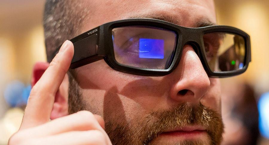 0ec128df1 Um gadget muito poderoso foi criado nos Emirados Árabes Unidos, e esses óculos  inteligentes já são usados como um arsenal especial a polícia.
