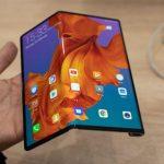 Taitettava älypuhelin Huawei Mate Xs vastaanottaa päivitetyn saranan ja parannetun näytön