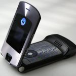 The refurbished legendary Motorola RAZR V3 can be bought on Aliexpress for $ 37