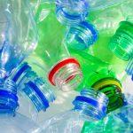 Mikroby se naučily vyrábět zdravé tuky z plastů v jezerech