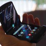 تحتوي الشبكة على صورة للنسخة التجارية من المحراث المرن Motorola RAZR 2019