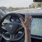 Tesla owner arrested for brushing teeth at 135 km / h