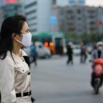 Infektionsrisiko mit Coronavirus in einer medizinischen Maske