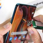 Ei taipunut eikä pelkää tulta: Xiaomi Mi Note 10 läpäisi lujuustestin