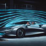 """Zobrazuje práci """"virtuálního čelního skla"""" pro automobily"""