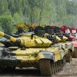 Russischer Bauer beschuldigte Panzer, sein Feld zerstört zu haben