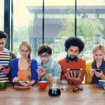 У стежать за лайками в соцмережах людей виявилося більше друзів в реальному житті