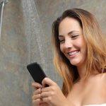Nombre du jour: combien de pour cent de Russes emportent leur smartphone avec eux dans la salle de bain et les toilettes?