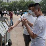 Kiina ehdottaa, että matkustajat velvoitetaan vastaanottamaan QR-koodit, joilla on COVID-tila