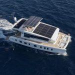 Tesla ve světě jachet: Tiché jachty zahajují masovou výrobu solárních elektrických katamaránů