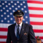 Američtí piloti dočasně zakázali lety po očkování proti koronaviru