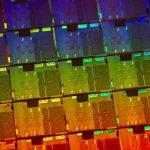 Опубліковані фотографії гігантського 56-ядерного процесора Intel