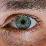 Сліпому людині повернули зір за допомогою штучної деталі для ока