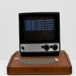 بيع أحد أجهزة كمبيوتر Apple الأولى مقابل 113 مليون روبل