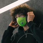 """Byla vyvinuta """"inteligentní"""" maska, která blokuje alergeny a nebezpečné částice"""