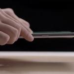 """Les Chinois ont montré une charge """"aérienne"""" sur un smartphone avec un écran roulant"""