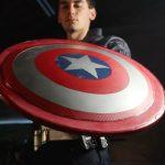 Blogger Jake Lacer hat den Schild von Captain America nachgebildet: Er weiß, wie man von Wänden abprallt und in seine Hände zurückkehrt