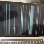 Some kind of mysticism: screens of MacBooks with an M1 chip are cracking. And nobody even touched them!